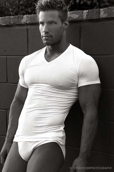 attractive model-guy Samie Eskelin